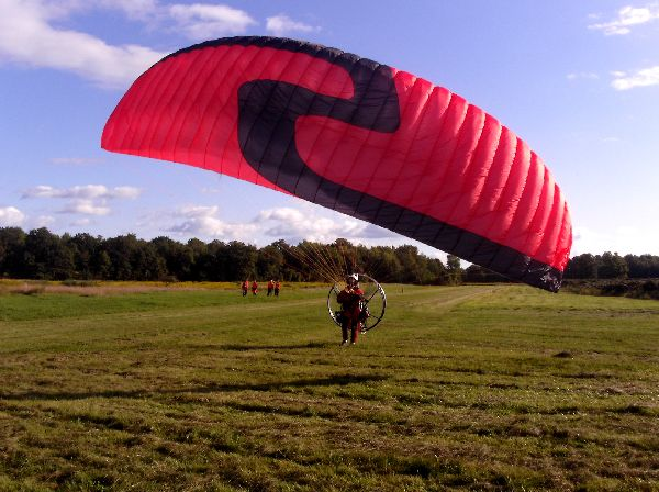 Andre Zeman reverse launching his powered paraglider