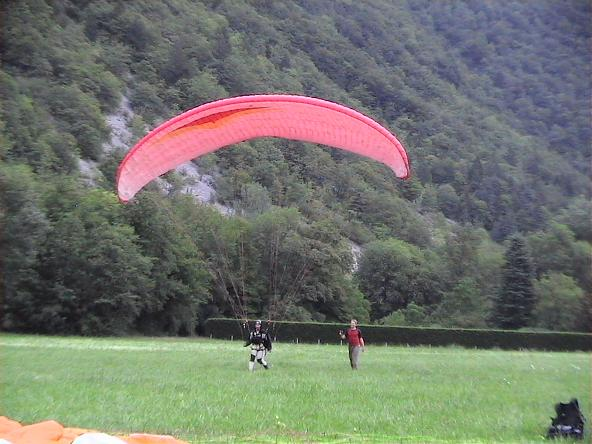 Andy Brazier landing next to Mark Andrews - Maison du Moulin, Annecy