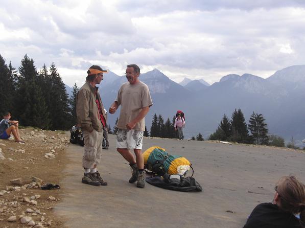 Irwyn Jehu talks to the safety guy at launch - Col de la Forclaz, Annecy
